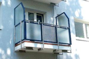 Balkongeländer mit Seitenschutz für Wohnanlage