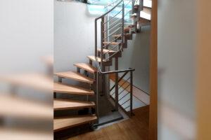 Metallbau Geerz - Edelstahlgeländer für Dachgeschoss-Treppe